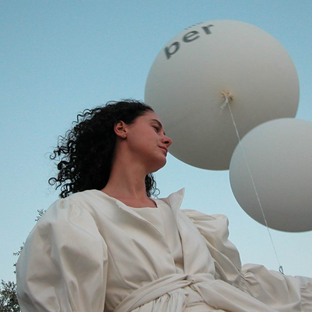 performance_ dresses, poetry and balloons_carmignano_4kant
