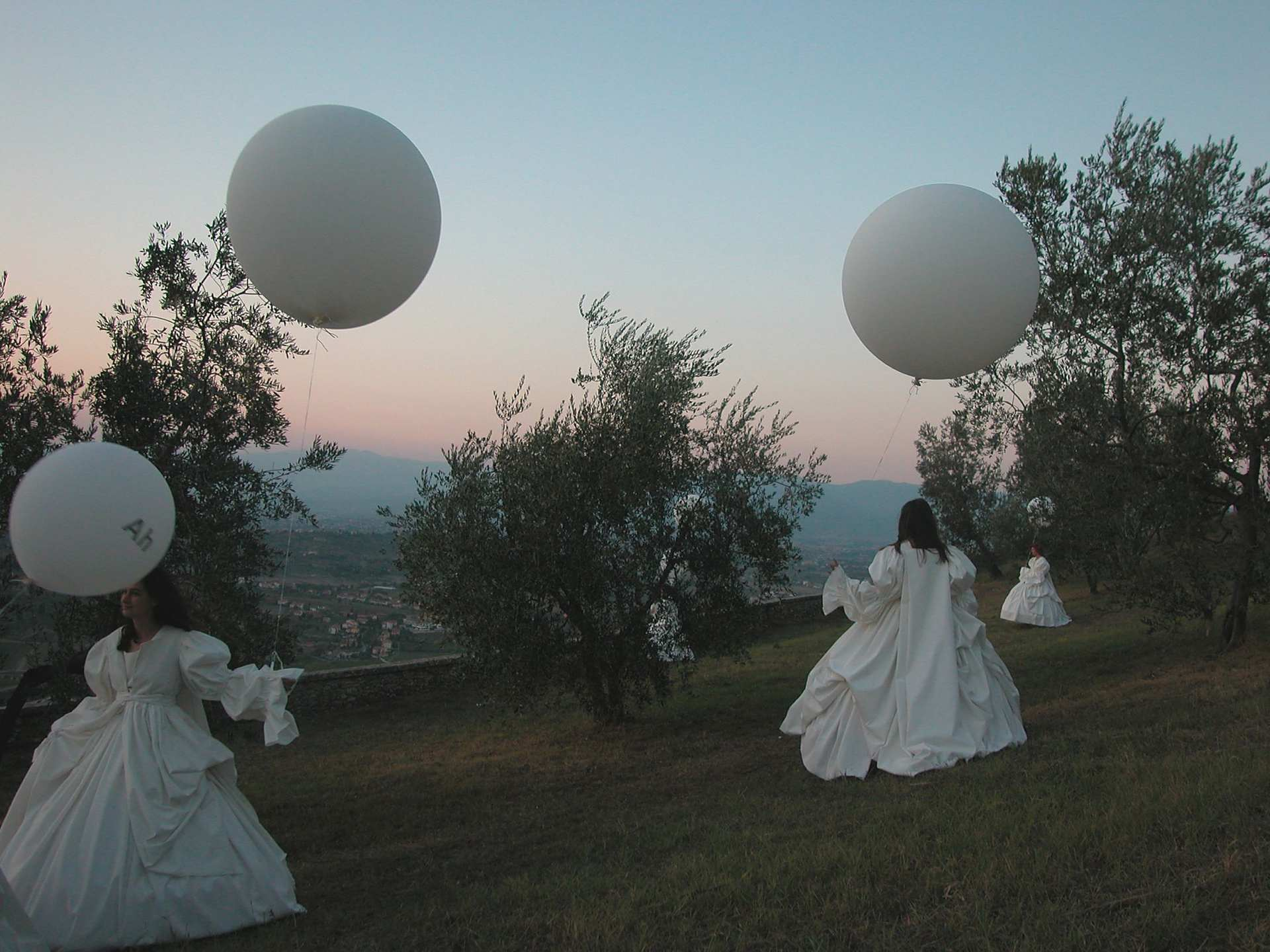 performance poetry on the theme of waiting and absence, lo soffia il cielo, cosi, carmignano, italy
